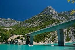 Die Brücke am Ausgang der Verdonschlucht, hier beginnt der Lac de Sainte-Croix
