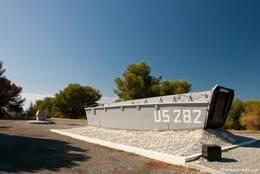 Amerikanisches Landungsboot am Monument zum Gedenken der Landung der US-Truppen bei Le Dramont im Zweiten Weltkrieg