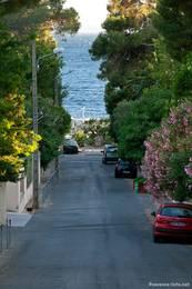 Straße vom Ortskern von Le Dramont zum Hafen