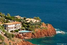 Häuser an der Mittelmeerküste von Le Trayas