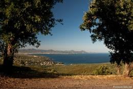 Aus den Bergen im oberen Teil von Les Issambres hat man eine fantastische Aussicht, hier z.B. über die Bucht vor Fréjus hinüber zum Esterel-Gebirge