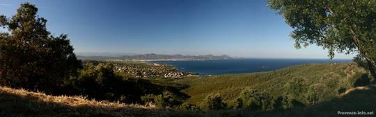 Panorama der Aussicht von den Bergen in Les Issambres