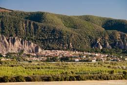 Das Dorf Les Mées am Rand des Plateau de Valensole