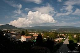 Blick über einen Teil des Dorfes Les Mées