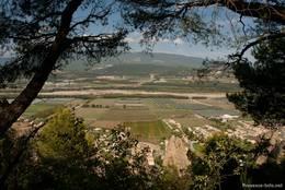Ausblick von der Felsformation Les Pénitents auf das Tal der Durance