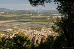 Aussicht von den steilen Felsen bei Les Mées über das Tal der Durance