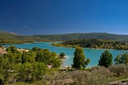 Ein Teil des Lac de Sainte-Croix am Rand von Les Salles-sur-Verdon