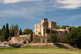Schloss am Ortsrand von Lourmarin