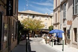 Kleine Straße im Zentrum von Lourmarin