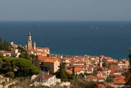 Ausblick über Menton auf das Mittelmeer