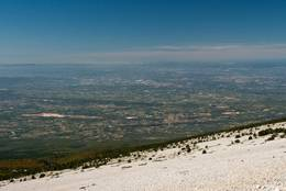 Ausblick vom Mont Ventoux über die Provence ins breite Rhônetal