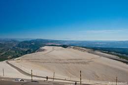 Der östliche Teil des Mont Ventoux Gipfels