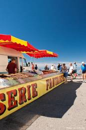 Ein Stand mit Süßigkeiten am Gipfel des Mont Ventoux