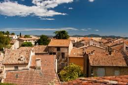 Blick über die Dächer von Montauroux
