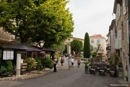 Straßencafés und Restaurants in der Altstadt von Mougins