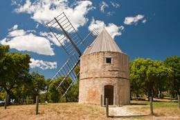 Die restaurierte Windmühle der Moulins de Paillas