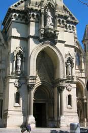 Das Eingangsportal der Kirche Sainte-Perpétue-et-Félicité