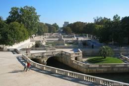Blick über die Jardins de la Fontaine im Nordwesten der Altstadt von Nîmes
