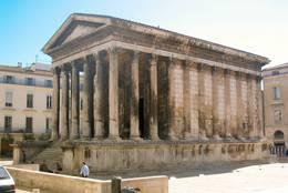 Der römische Tempel Maison Carrée in der Innenstadt von Nîmes