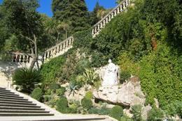 Treppe in den Jardins de la Fontaine hinauf zum Tour Magne