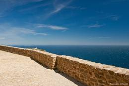 Von der Kapelle Notre-Dame du Mai reicht der Blick weit hinaus auf das Mittelmeer