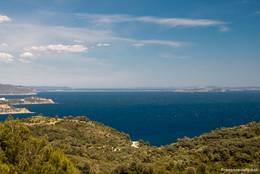 Blick aus den Bergen des Cap Sicié auf die Hyèrischen Inseln mit der Halbinsel Giens