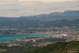 Blick aus den Bergen des Cap Sicié auf Sanary-sur-Mer und Teile von Six-Fours-les-Plages