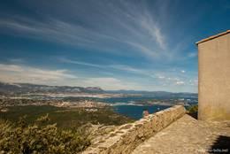 Ausblick von der Kapelle Notre-Dame du Mai Richtung Toulon und der Halbinsel von Saint-Mandrier-sur-Mer