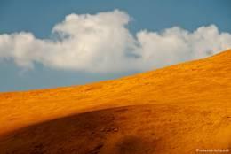Die Ockertöne bilden mit dem Himmel ein wunderschönes Farbenspiel
