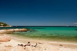 Plage de l'Escalet, ein Strand zwischen dem Cap Camarat und dem Cap Taillat auf der Halbinsel von Saint-Tropez