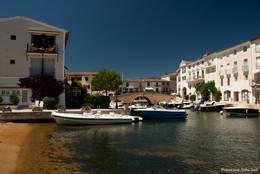 Entlang der Kanäle von Port Grimaud gibt es zahlreiche Ferienwohnungen