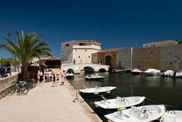 Bootsverleih am Stadtrand von Port Grimaud