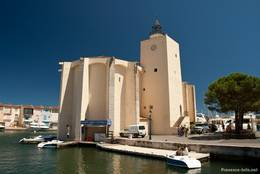 Die Kirche von Port Grimaud, sie dient auch als Aussichtsturm