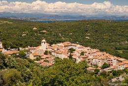 Ausblick über das Dorf Ramatuelle und die Halbinsel von Saint-Tropez