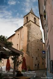 Die Kirche im mittelalterlichen Zentrum von Riez