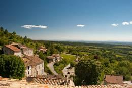 Ausblick von Saint-Jurs auf Teile des Plateau de Valensole
