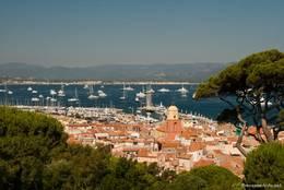 Ausblick über die Altstadt zum Hafen von Saint-Tropez