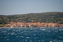 Blick von der Seeseite auf Saint-Tropez