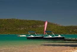 Bootsvermietung am Ufer des Lac de Sainte-Croix