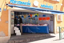 Fischhändler an der Markthalle von Sainte-Maxime