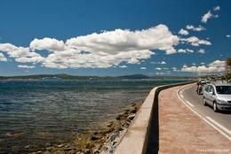 Blick von der Küstenstraße am östlichen Ortsrand von Sainte-Maxime auf den Golf von Saint-Tropez