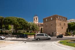 Blick vom Yachthafen zum Tor Carrée und der Kirche von Sainte-Maxime