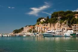 Ferienanlage unmittelbar am Rand des Hafens