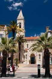 Die Kirche Saint Nazaire ummittelbar am Hafen von Sanary-sur-Mer
