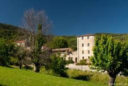 Häuser am Rand des alten Dorfkerns von Seillans