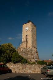 Der Uhrenturm (Tour de l'Horloge) im oberen Teil von Tourrettes