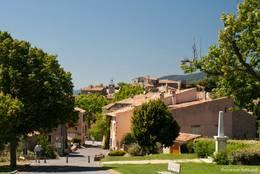 Blick von der Kirche über das Dorf Tourtour