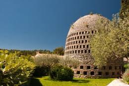 Der Kondensationsbrunnen (Puits aérien) des Belgiers Achile Knappen in Trans-en-Provence