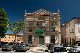 Das Rathaus von Trans-en-Provence, leider hinter Gerüsten