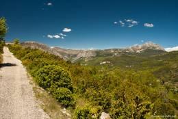 Wanderweg oberhalb des des Dorfes Trigance